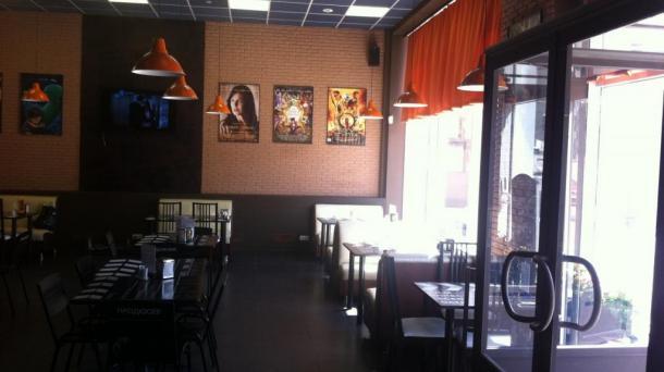 Прибыльное кафе с дизайнерским интерьером.
