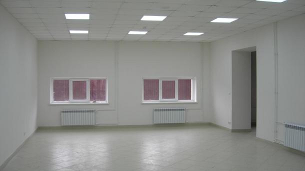 Сдается в аренду помещение (96 м2) на первом этаже ТЦ.