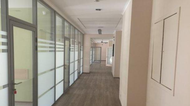 Площадь под офис 440м2,  806520руб.